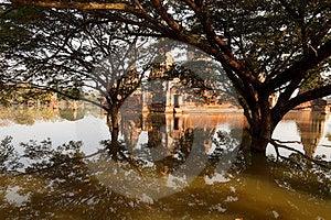 Floods Chaiwatthanaram Temple At Ayutthaya Stock Image - Image: 23825011