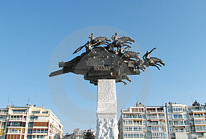 Monument Sur Le Grand Dos De Gundogdu à Izmir, Turquie Images libres de droits - Image: 23871959