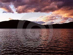 Solnedgång över laken Royaltyfri Fotografi