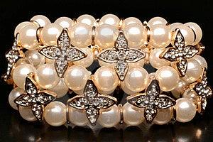 Pearlsbracelet Stock Photo - Image: 24004880