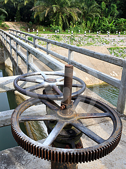 Old Reservoir Wheel Royalty Free Stock Images - Image: 24343849