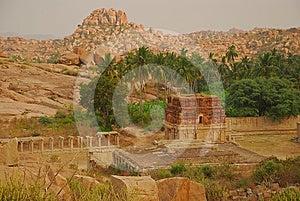 Vijayanagar, Indien. Ruinen Lizenzfreie Stockfotografie - Bild: 24370727