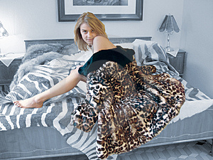 Woman_on_bed Free Stock Photos