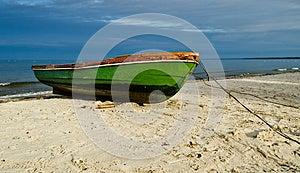 Fiskebåt På Den Sandiga Stranden, Lettland, Europa Arkivbild - Bild: 25282982