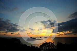 Solnedgång På Kullen Royaltyfri Foto - Bild: 25370625