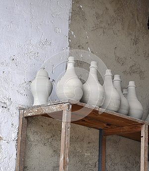 CERAMIC VASES ON THE SHEVES Stock Photos - Image: 25599533