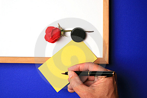 Lavagna Con La Nota Gialla Fotografie Stock Libere da Diritti - Immagine: 2565638