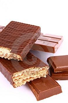 Čokoláda izolované na bielom pozadí hnedej čokolády.