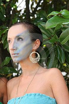 Μοντέλο Makeup στα δέντρα Στοκ Εικόνες - εικόνα: 2638354