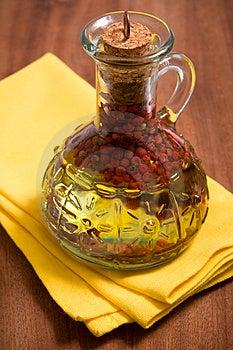 Botella de aceite de oliva aromatizado.
