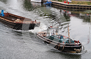 Tugboat On The River Thames Royalty Free Stock Images - Image: 26384149