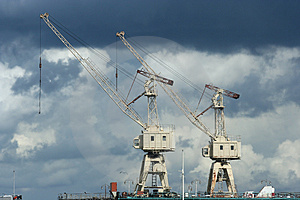 Cranes In Port Royalty Free Stock Images - Image: 2668959