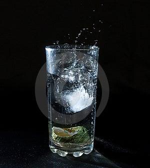 Ijs Bespattend Water Stock Afbeelding - Afbeelding: 2675061