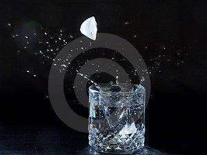 Gelo Que Espirra A água Fotos de Stock - Imagem: 2675103