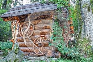 传统木房子做ââof日志。 库存图片 - 图片: 26725604