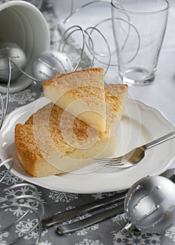 Gentle Pie On A Christmas Table Royalty Free Stock Image - Image: 27207936