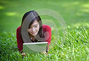 Pretty woman using tablet Royalty Free Stock Photography