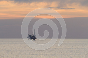 Jack Up Rig In The Middle Of The Sea Stock Photos - Image: 27897883