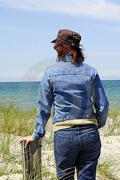 Женщины на пляже Стоковое Изображение RF - изображение: 2802306