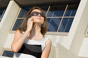 Businees Woman Speak Cellphone Royalty Free Stock Image - Image: 2825156
