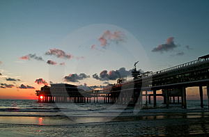 Cityline At The Seaside Royalty Free Stock Images - Image: 2833619