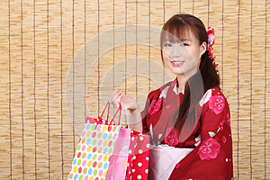 Giovane Donna Asiatica In Kimono Fotografia Stock - Immagine: 28705920
