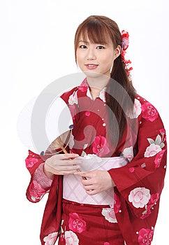 Νέα ασιατική γυναίκα στο κιμονό Στοκ Εικόνες - εικόνα: 28705934