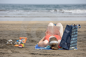 Beach Reading Stock Images - Image: 2892594