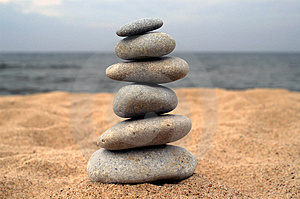 Pebble stack on the seashore Royalty Free Stock Photos