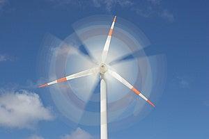 Efecto de movimiento en el molino de viento generador de energía.