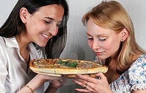 Muchachas Y Italiano De La Pizza Fotos de archivo libres de regalías - Imagen: 3089368
