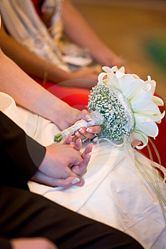 Hands While Wedding Ceremony Royalty Free Stock Photos - Image: 3216648