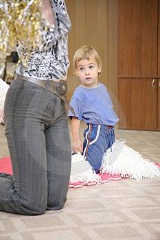 Το μωρό παίρνει την άσκηση Στοκ Φωτογραφία - εικόνα: 3356522