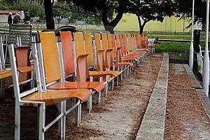 Enjoy Sitzend In Der Ersten Reihe Stockfotos - Bild: 3745773