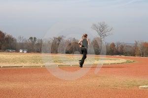 Mujer Joven Atlética Que Corre En La Pista Fotografía de archivo - Imagen: 386352