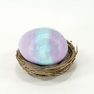 Huevo De Pascua Púrpura Y Azul Fotos de archivo libres de regalías - Imagen: 3927858