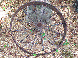 Rusty wagon wheel Royalty Free Stock Images