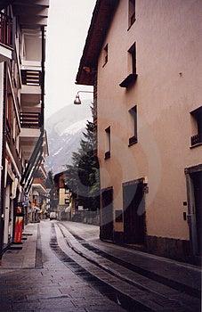 En långt gata - Val d'Aosta, Italien Fotografering för Bildbyråer