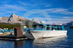 Maligne Lake Tours Royalty Free Stock Photography - Image: 403987