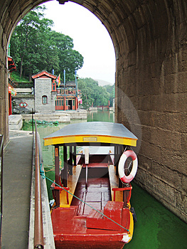 A Boat In The Summer Palace Royalty Free Stock Images - Image: 4119319