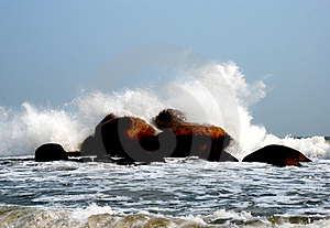 Great Waves Striking The Reef Royalty Free Stock Photography - Image: 4133797
