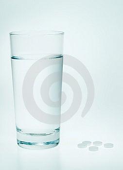 Aspirin Y Agua Fotografía de archivo - Imagen: 4183102