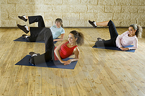 Young women exercising on mat Free Stock Photos