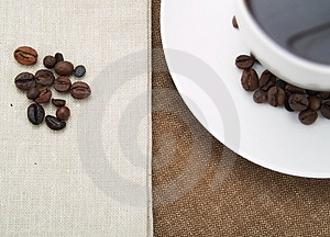 Coffee cup and coffee beans Free Stock Images