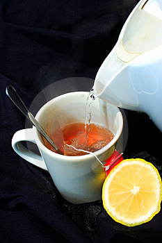 柠檬热茶倾吐 库存照片 - 图片: 4443890