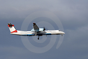 Aircraft Few Moments Before Landing Stock Photography - Image: 4473852