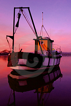 Boat On Dell Quay Harbour Waters Royalty Free Stock Photos - Image: 4988188