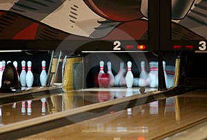 Bowling pins falling from ball Free Stock Images