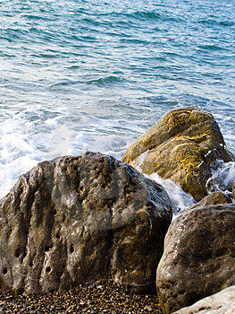 Sea Tide Over Rocks Royalty Free Stock Images - Image: 5134959