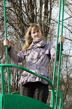 Menina No Parque No Balanço Velho Fotografia de Stock - Imagem: 5165542